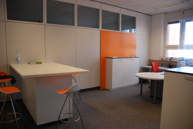... mit Farbe wirkt das Büro gleich lebendiger!